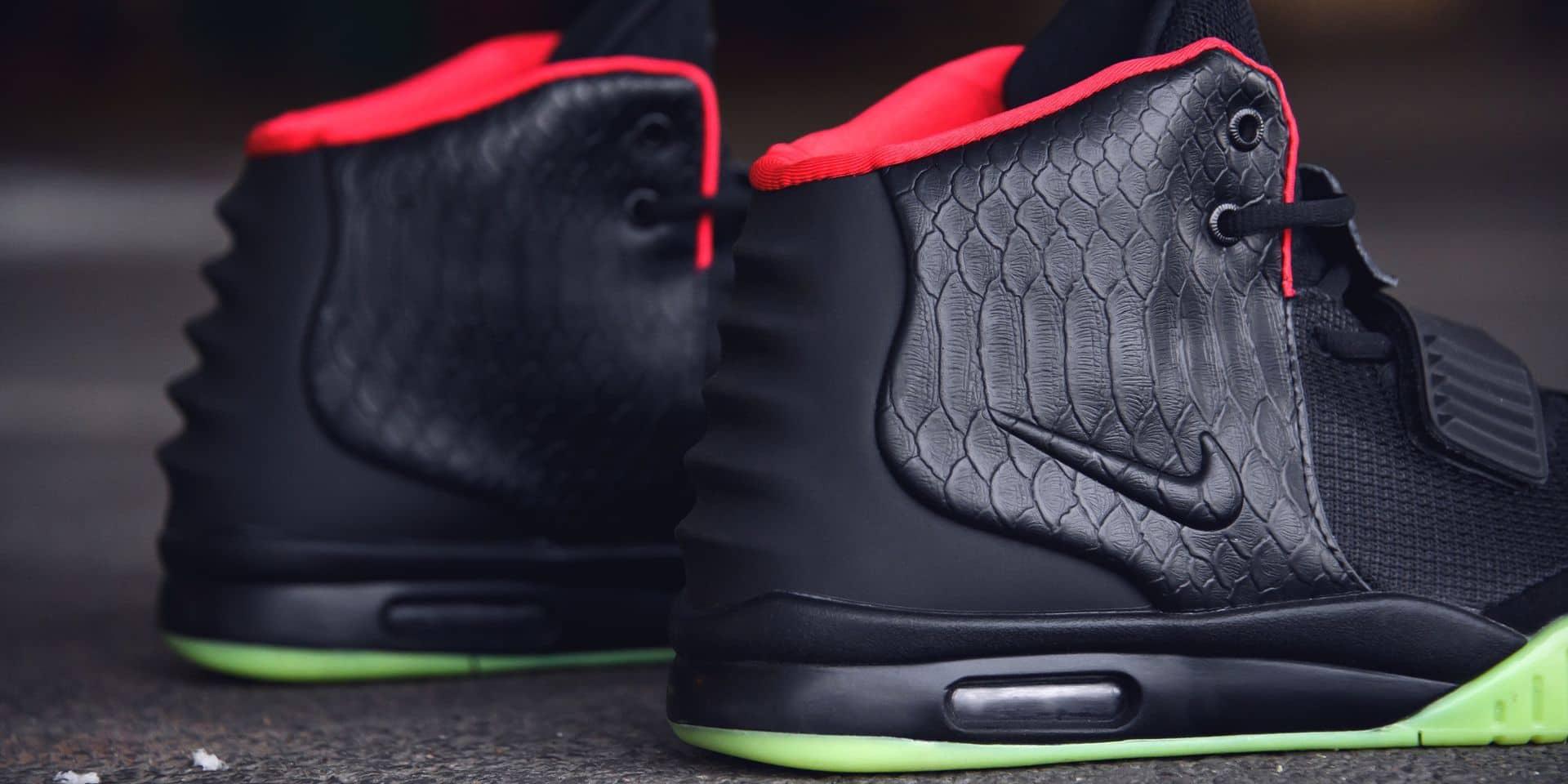 Kany West avait collaboré avec Nike pour les Air Yeezy 1 et Air Yeezy 2 (ci-dessous).