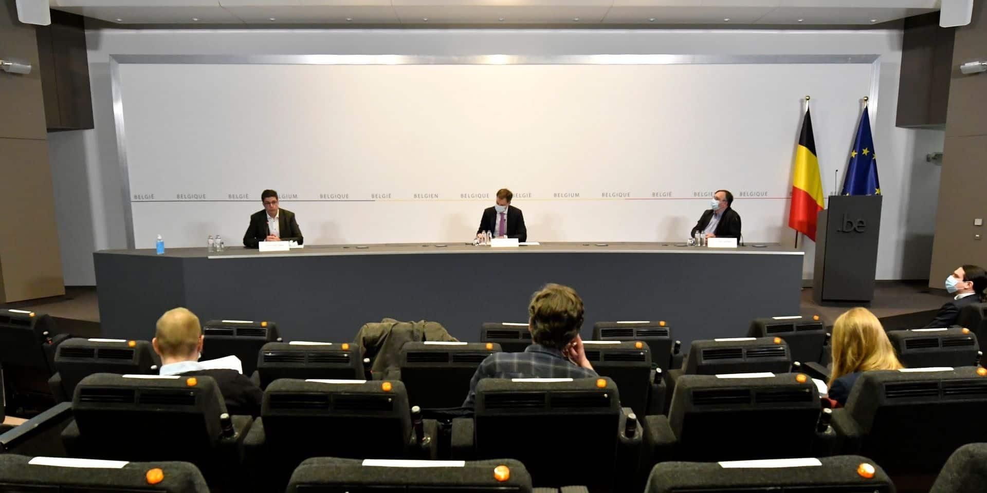 """""""Un léger goût d'usurpation"""", """"Une première"""", """"Cela laisse apparaître un vice du gouvernement"""": la presse belge étonnée face à la conférence de presse de De Croo"""