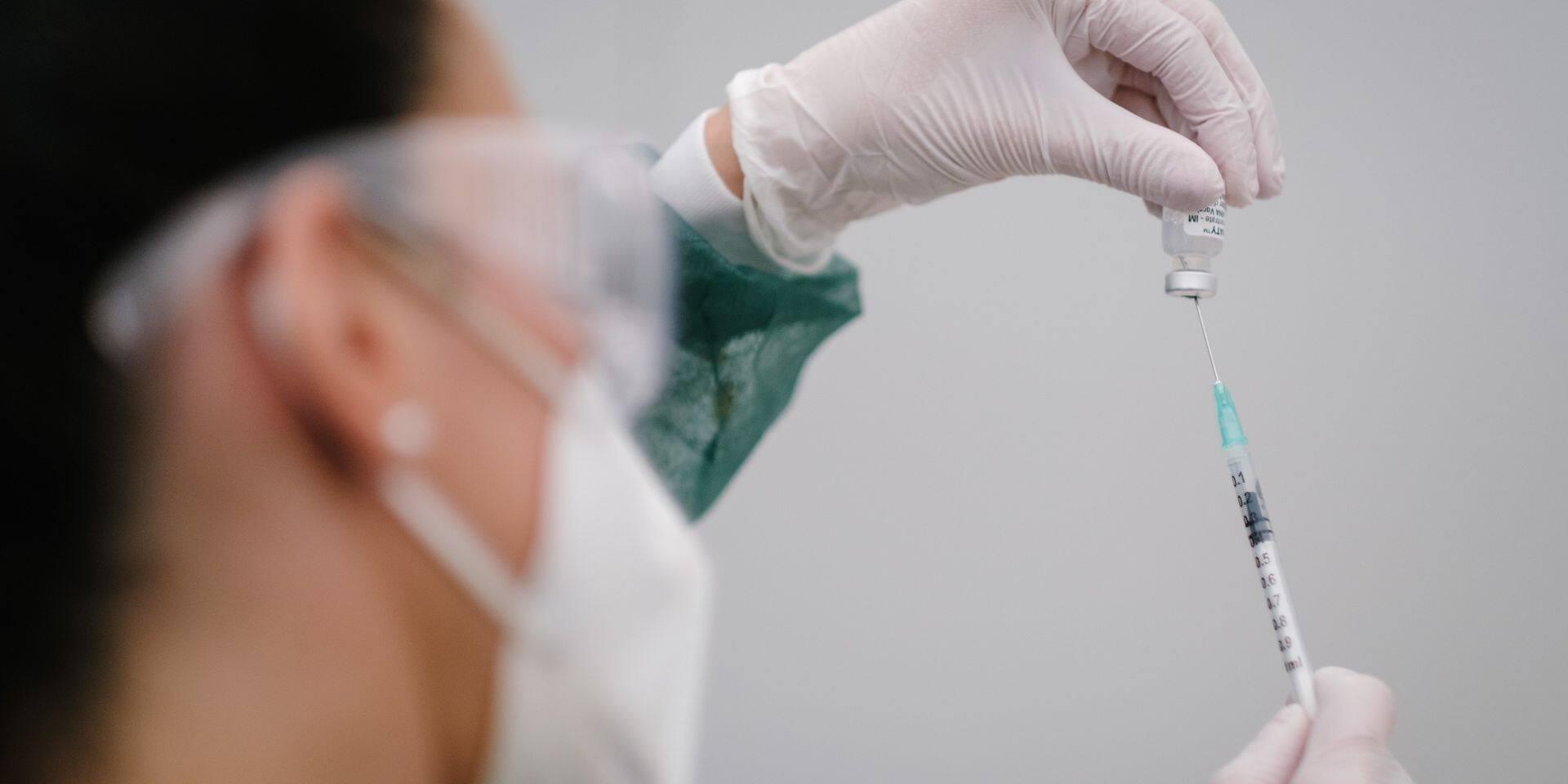 Quelque 200 millions de doses de vaccin anti-Covid administrées dans l'UE