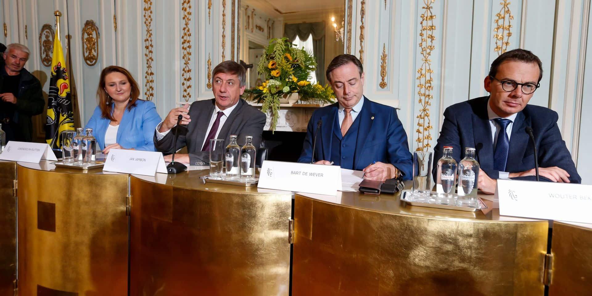 """Des années """"froides et cruelles"""" à venir pour la Flandre? """"L'extrême droite dans l'opposition peut pousser le gouvernement toujours plus loin"""""""