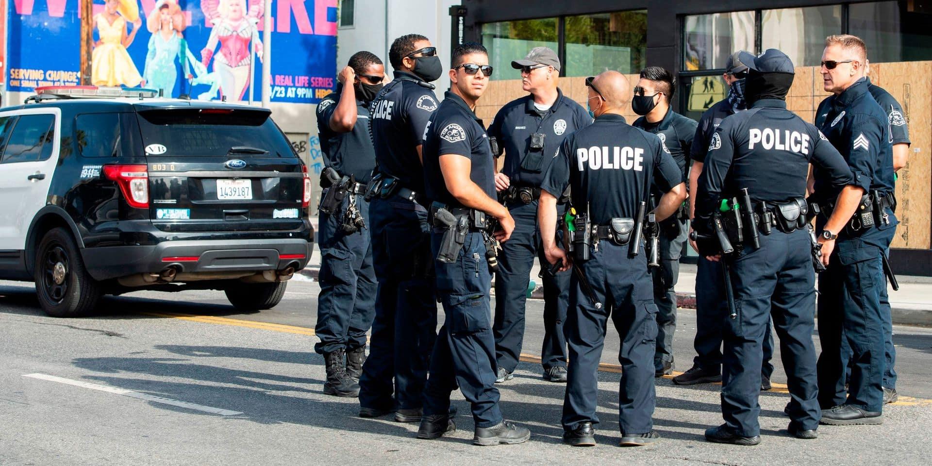 La police américaine abat un homme à genoux