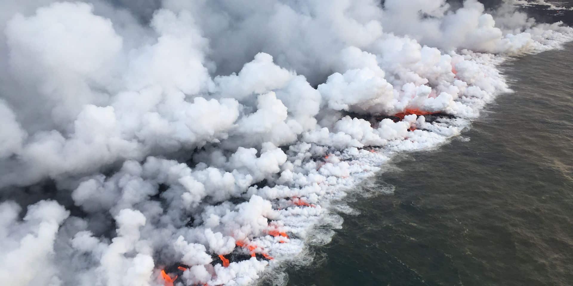 23 blessés dans un tour en bateau près du volcan en éruption d'Hawaï