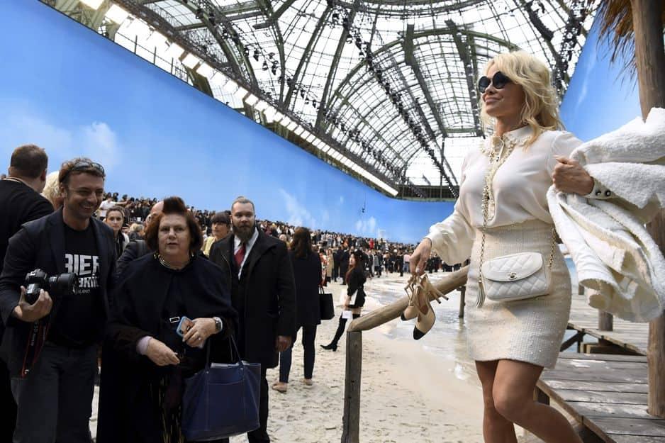 Pamela Anderson, star américaine jusqu'au bout des ongles