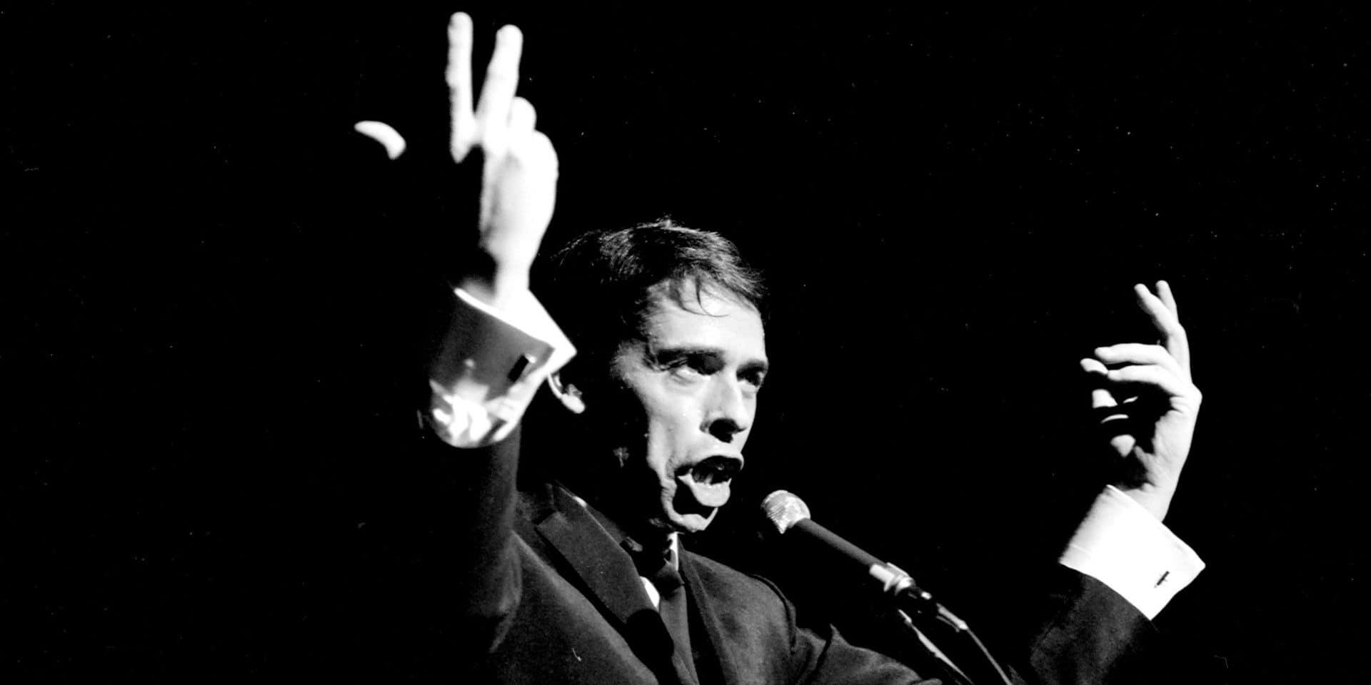 Jacques Brel au théâtre d'Aubervilliers en 1967.