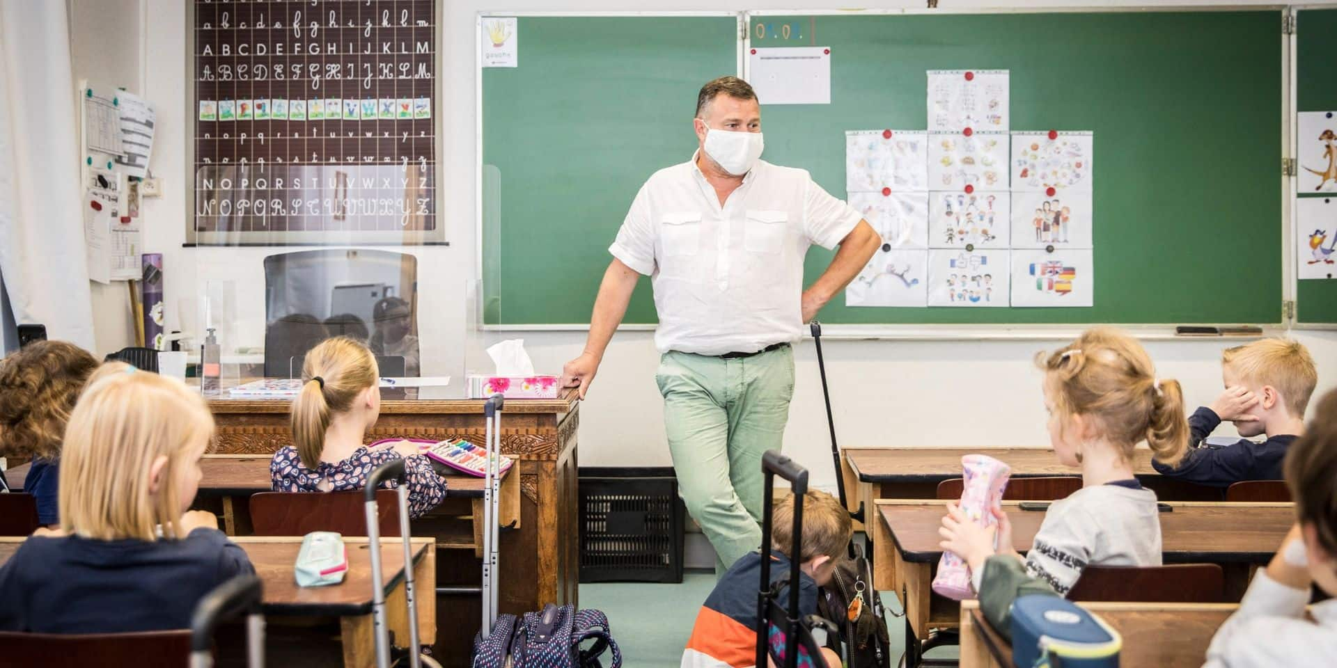 """Les enseignants, non-prioritaires pour la vaccination, sont stupéfaits : """"Je ne sais pas depuis quand les politiciens ne sont plus venus dans une école"""""""
