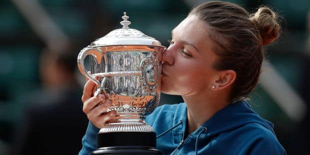 Roland-Garros: Simona Halep remporte son premier tournoi majeur après sa victoire contre Sloane Stephens (3-6, 6-4, 6-1)...