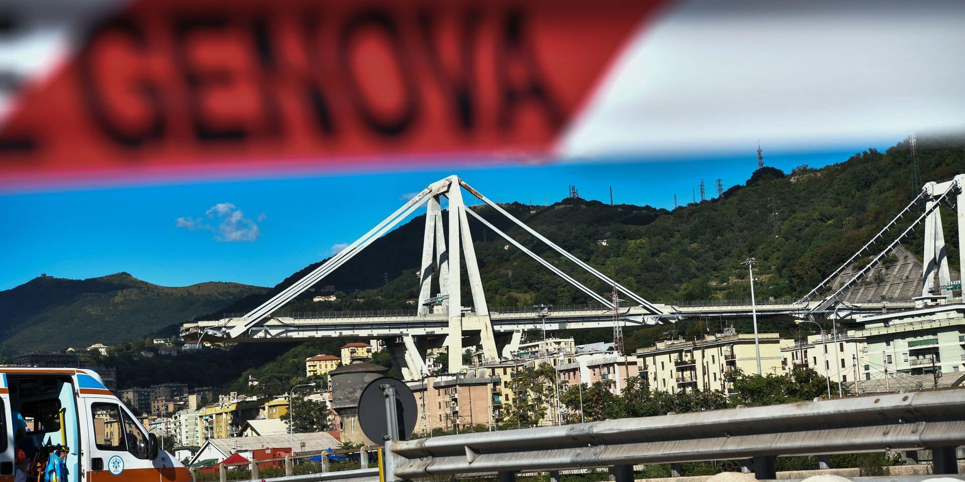 """Effondrement d'un viaduc à Gênes: la société en charge affirme que le pont était contrôlé, l'""""état d'urgence"""" déclaré"""