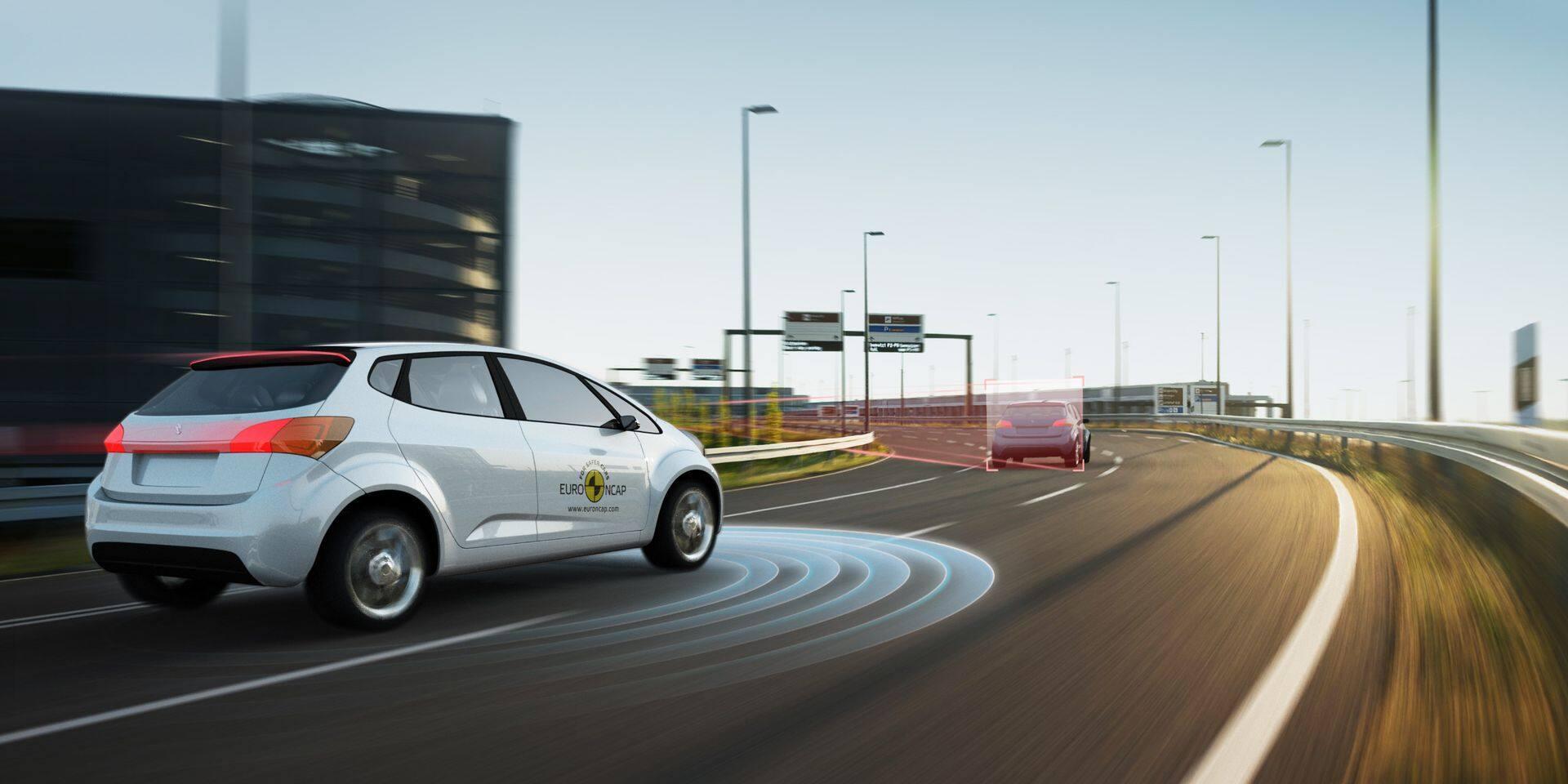 Automobile: les systèmes d'aide à la conduite s'améliorent