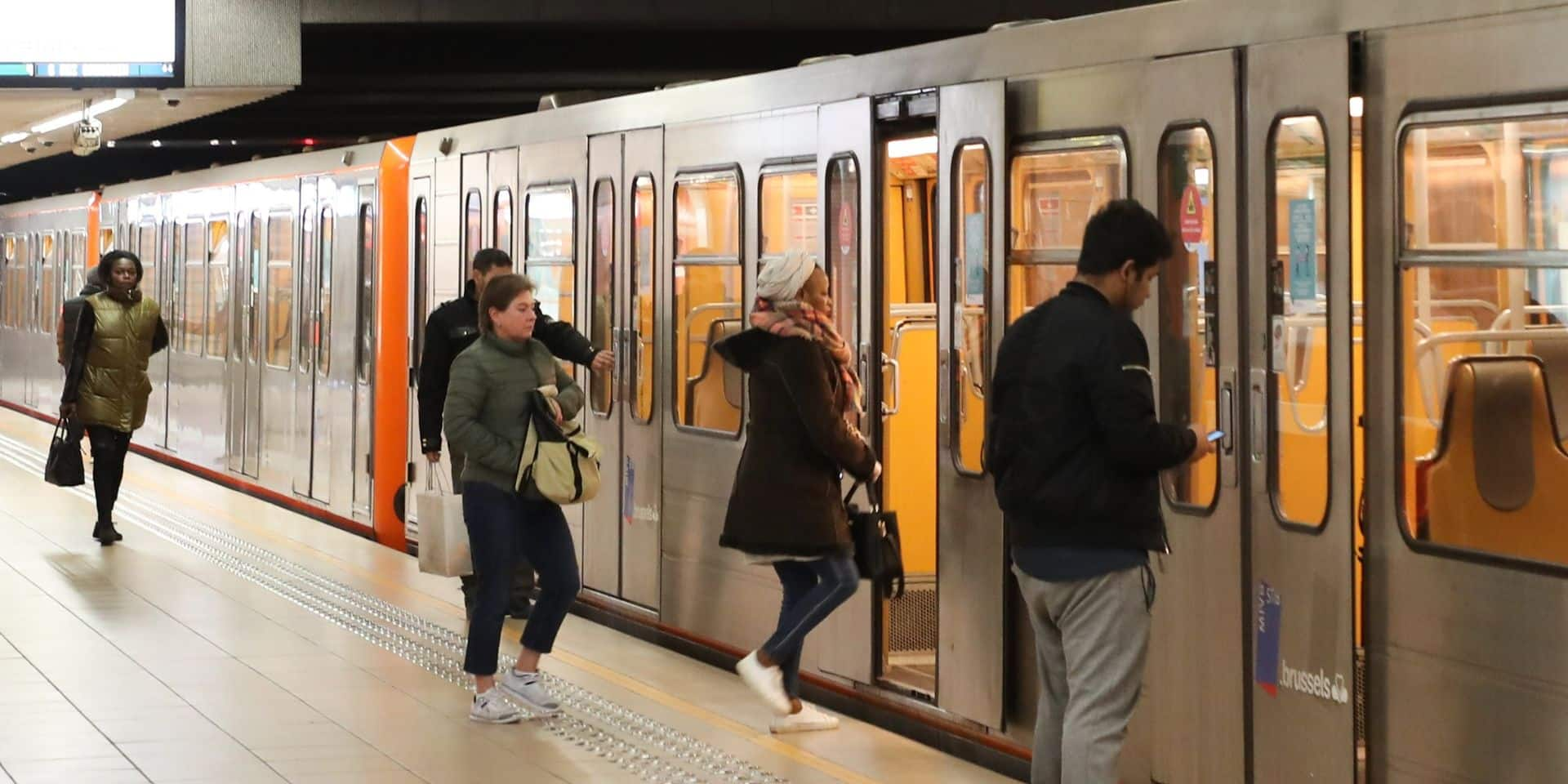 Stib : la ligne 5 du métro à l'arrêt entre Pétillon et Herrmann-Debroux