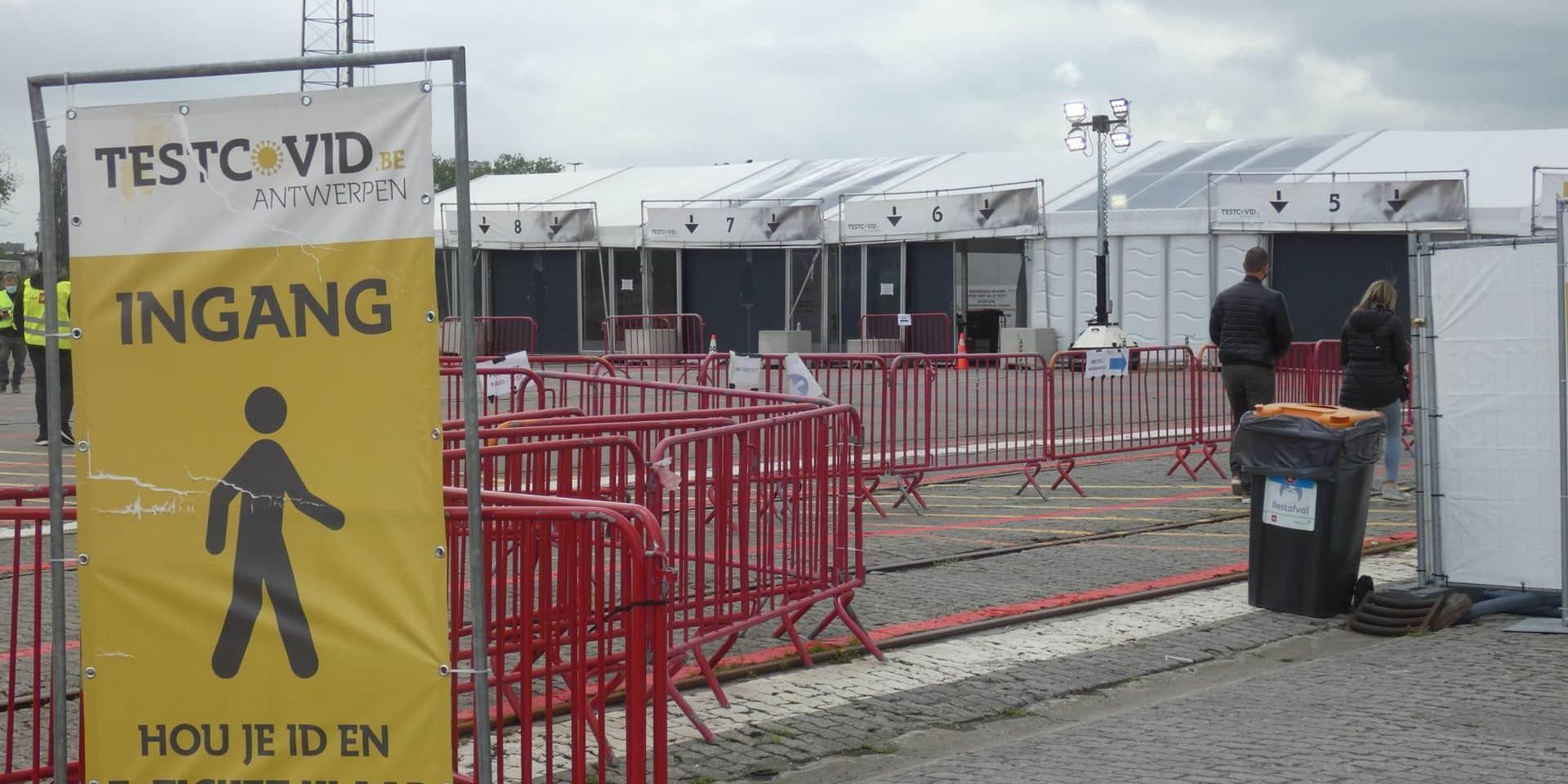 Plusieurs centaines d'habitants vaccinés durant la nuit à Anvers: que s'est-il passé?