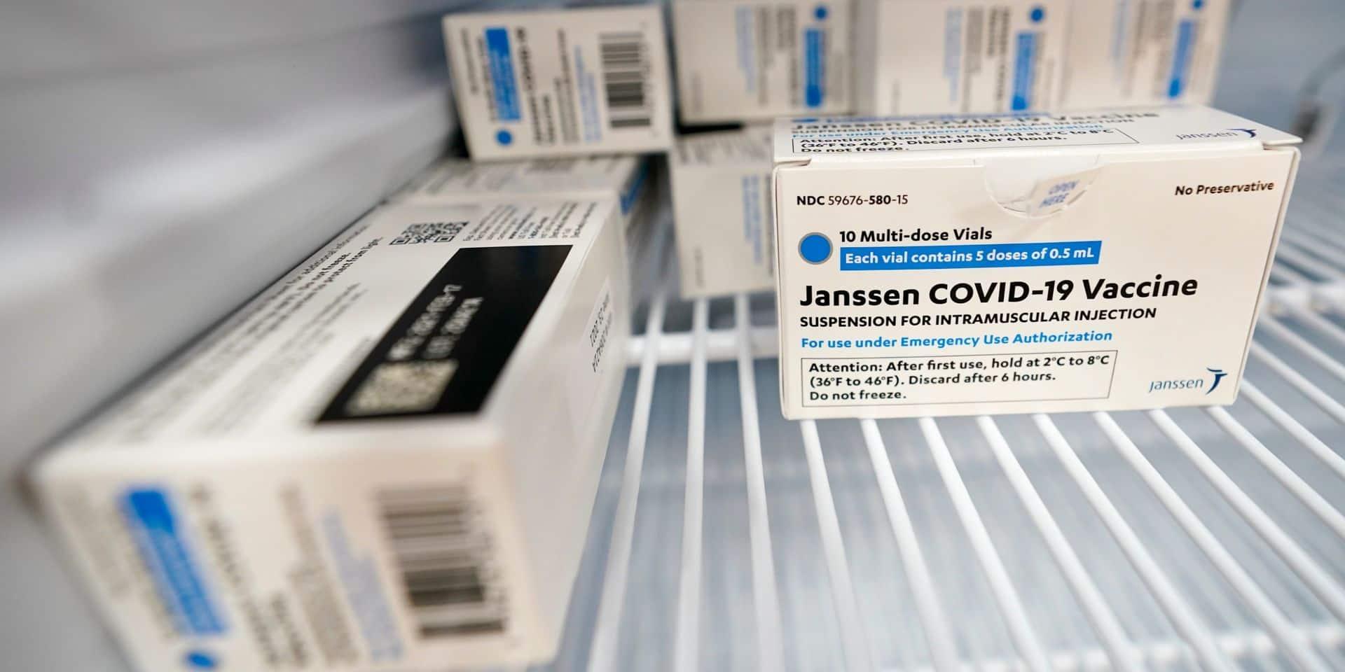 """Les États-Unis demandent la suspension temporaire du vaccin Johnson & Johnson après l'apparition d'effets secondaires """"très rares"""""""