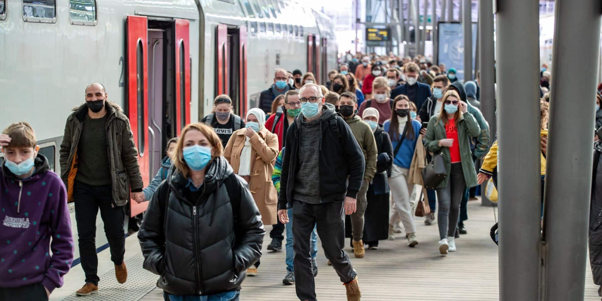 """""""Le cabinet de la Mobilité n'assume aucune responsabilité"""" : face à l'affluence dans les trains, le gouverneur de Flandre occidentale adresse une mise en demeure au ministre Gilkinet"""