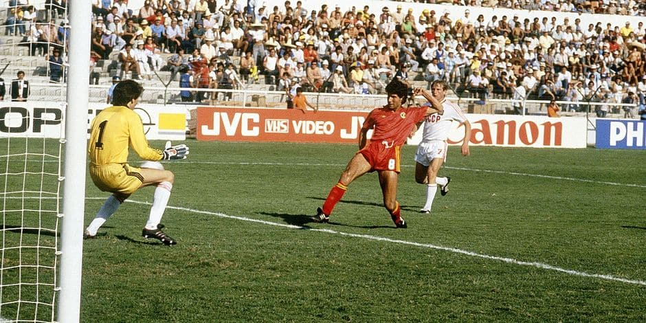 Football / Soccer Enzo SCIFO scores first goal for Belgium by beating Soviet goalkeeper Rinat DASSAEV. Belgium qualified after e.t. for the 1/4 finals (URSS - Belgium 3-4 e.t. - World Cup 1986) REPORTERS©Michel Damanet