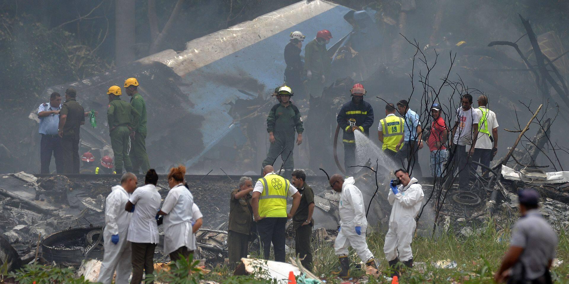 """Crash d'un avion à La Havane: trois survivants hospitalisés """"dans un état critique"""""""
