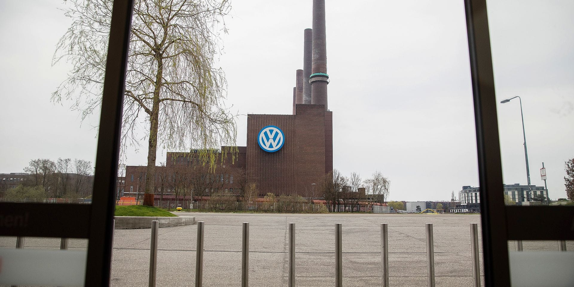 """The plant of German car maker Volkswagen (VW) in Wolfsburg, central Germany, is pictured on April 13, 2018, one day after the company announced a wider management shake-up. Herbert Diess, new chief of German auto giant Volkswagen, was set to outline his plans for steering the company out of the cloud of the """"dieselgate"""" scandal and into a future of electric cars and """"sustainable mobility"""". / AFP PHOTO / Odd ANDERSEN"""