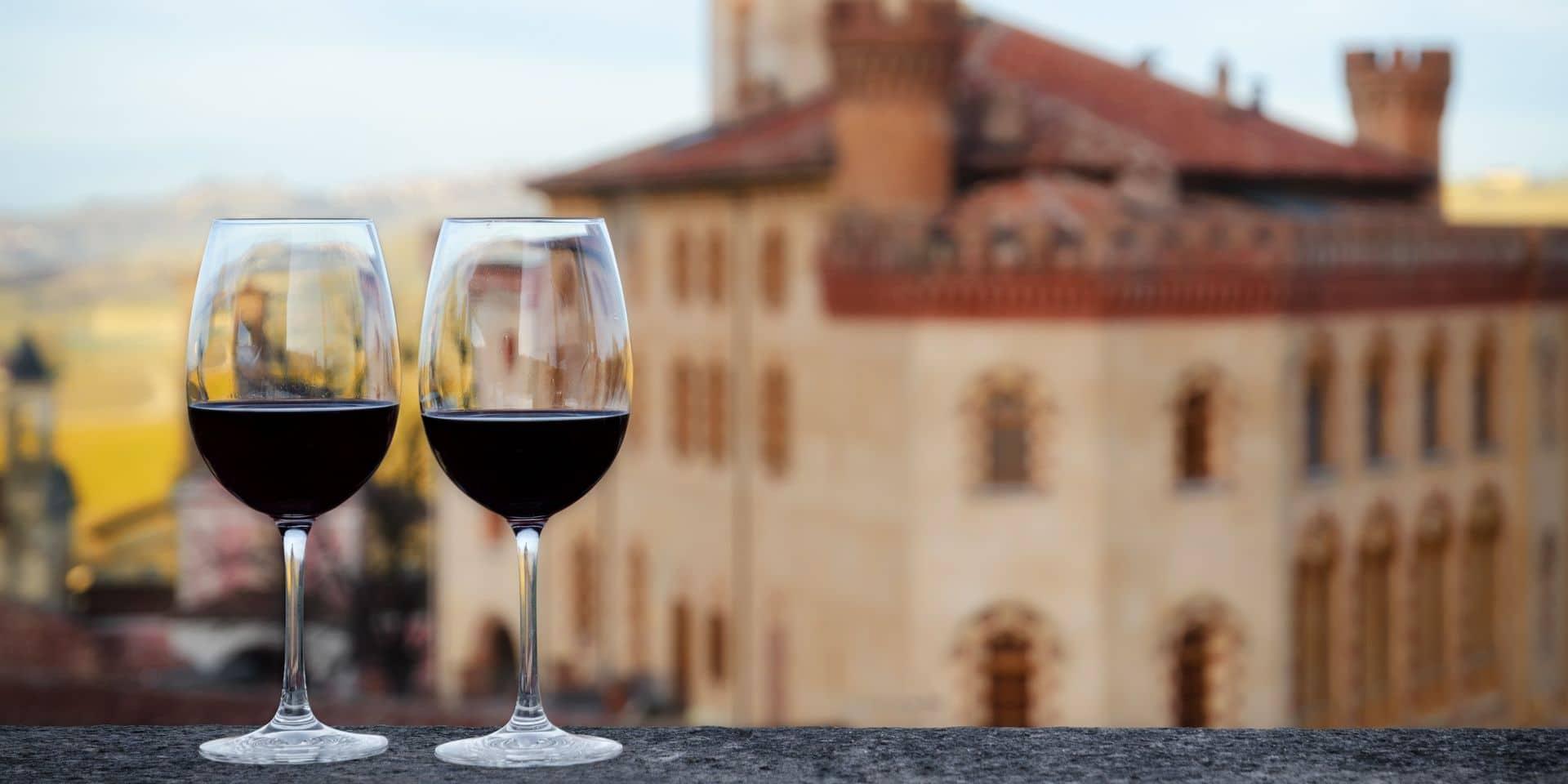 """Les lucarnes à vin remises à la mode par le Covid: """"C'est le seul moyen de pouvoir travailler en toute sécurité en ce moment"""""""