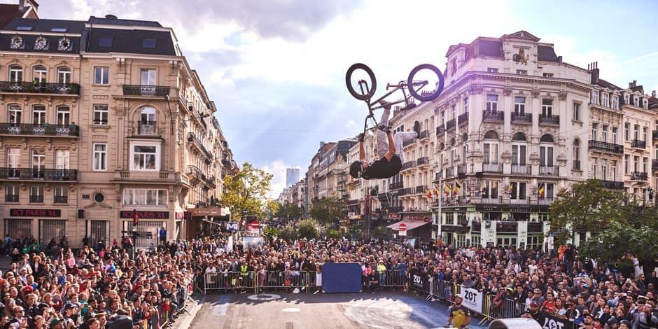 Les piétons se réapproprient les rues de Paris — Journée sans voiture