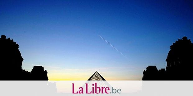 (FILES) In this file photo taken on March 21, 2019 the sun sets behind the Louvre Pyramid, designed by Chinese-American architect I.M. Pei, in Paris. - I.M. Pei, the preeminent US architect who forged a distinct brand of modern building design with his sharp lines and stark structures, has died, The New York Times said on May 16, 2019. He was 102 years old. (Photo by KENZO TRIBOUILLARD / AFP) / RESTRICTED TO EDITORIAL USE - MANDATORY MENTION OF THE ARTIST UPON PUBLICATION - TO ILLUSTRATE THE EVENT AS SPECIFIED IN THE CAPTION