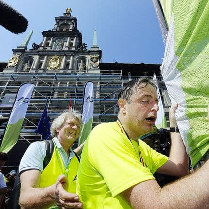 Antwerp Mayor Bart De Wever pictured as he arrives the 'Antwerp Marathon' running event, in Antwerp, Sunday 22 April 2018. BELGA PHOTO NICOLAS MAETERLINCK