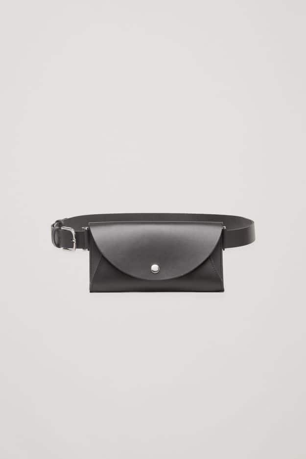 Sac avec ceinture amovible, en cuir, COS, 49€.