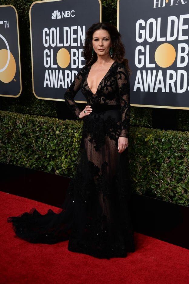 Catherine Zeta Jones, du noir, de la transparence et un décolleté vertigieneux, il fallait oser cette année...