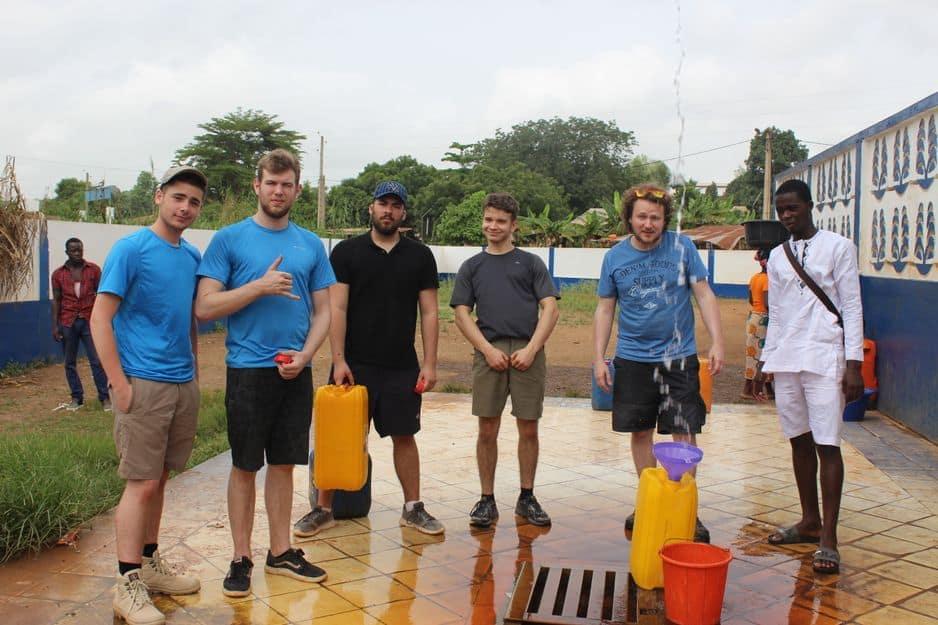 Une source d'eau chaude gratuite pour les élèves de Ganshoren.