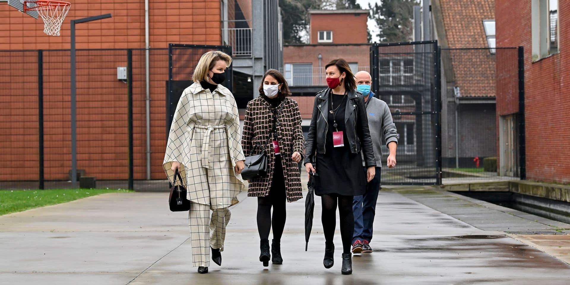 La reine Mathilde en visite dans une institution pour filles à Beernem