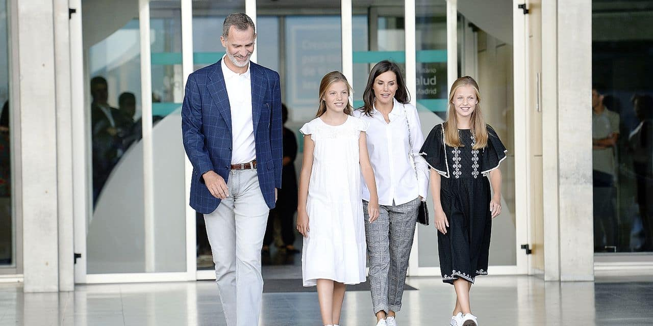 27-08-2019 Madrid King Felipe and Queen Letizia and Princess Leonor and Princess Sofia at the Hospital Quiron Salud Madrid after visiting emeritus King Juan Carlos in Pozuelo de Alarcon, outside Madrid. The monarch recovers in the hospital from a triple bypass surgery last 24 August. © PPE/Thorton Reporters / PPE