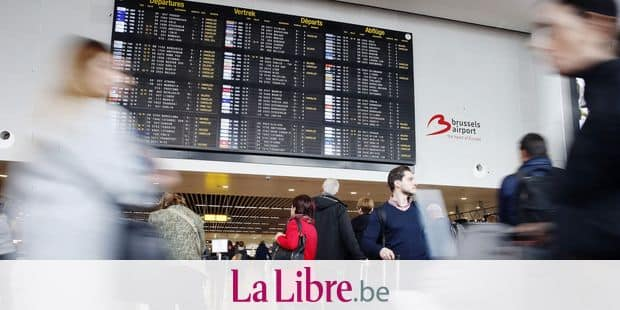 People inspect the flight information display, as flight are disrupted by a spontaneous strike of personnel of aviation services firm Aviapartner at Brussels Airport in Zaventem, Friday 26 October 2018. BELGA PHOTO NICOLAS MAETERLINCK