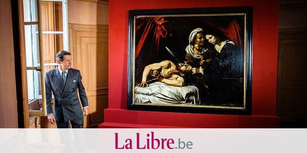 "Portrait of Eric Turquin (expert in paintings) in the strong room at his practice in front of one version of the painting ""Judith Beheading Holofernes"" (Judith et Holopherne), presumed to be the work of Michelangelo Merisi da Caravaggio aka Le Caravage 15/12/2015 ©Julien FAURE/Leextra via Leemage Reporters / Leemage"