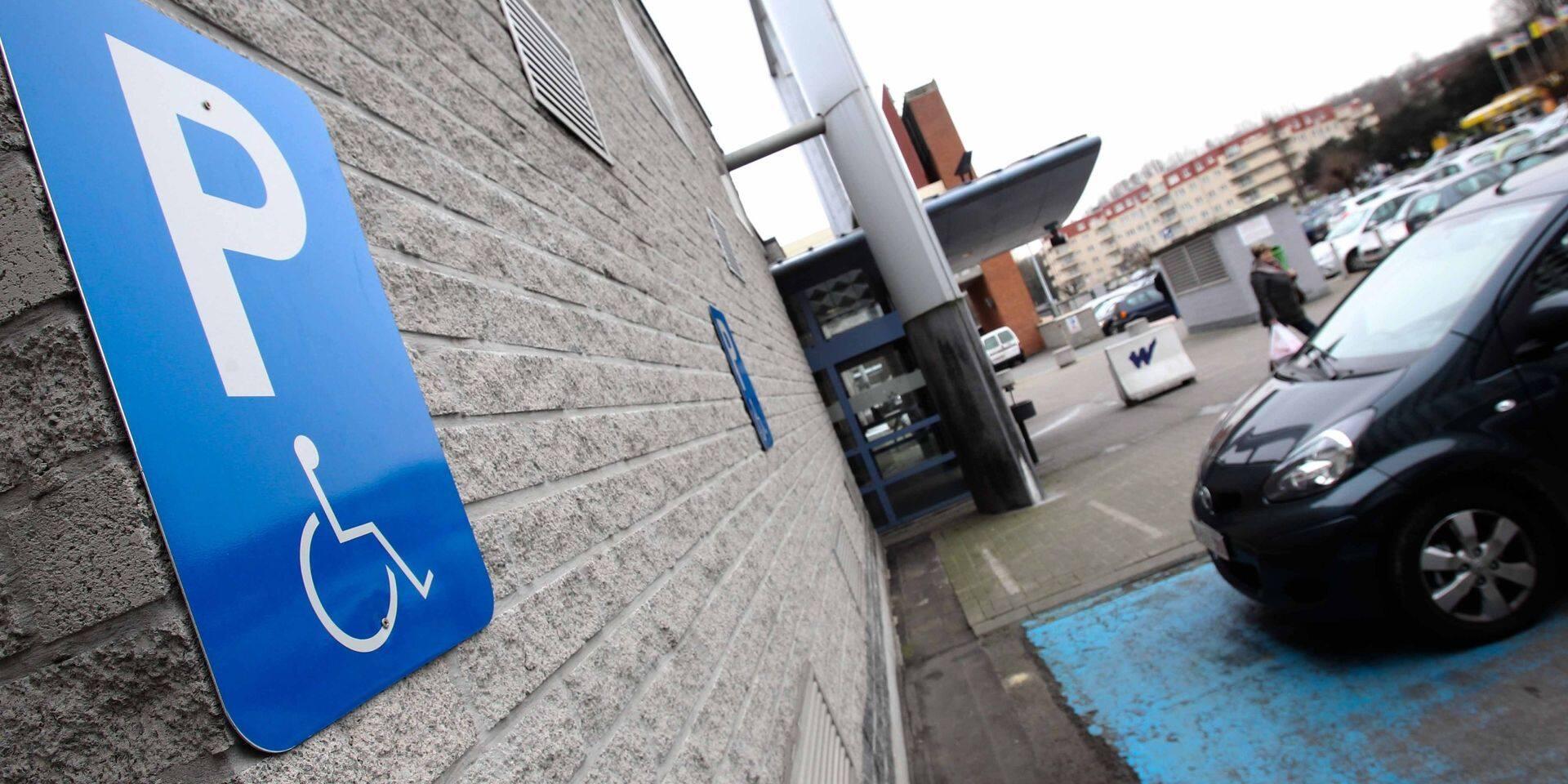 Plus de 8.500 PV à Bruxelles pour stationnement sur une place PMR