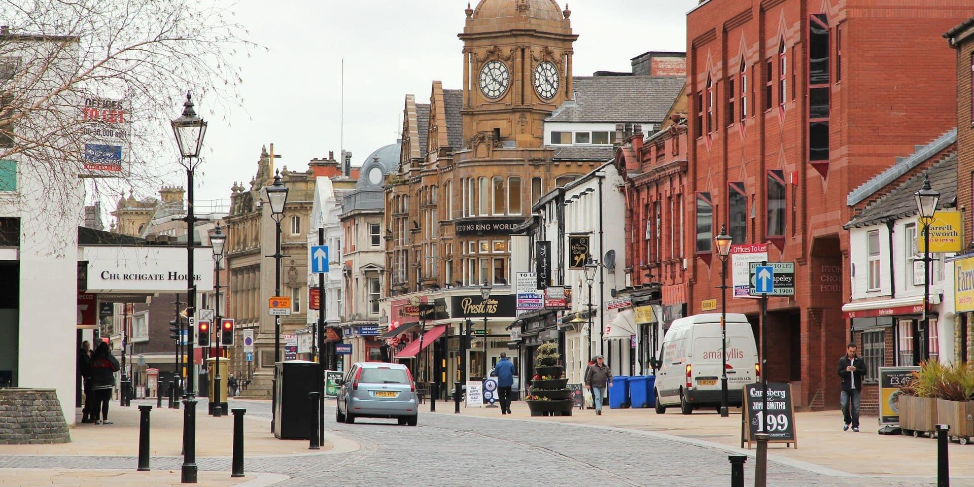 À Bolton, où le variant indien menace, la possibilité d'un reconfinement local crée des tensions entre les communautés
