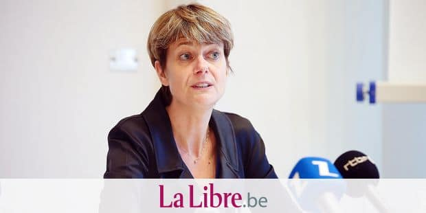 Walloon Minister of Local Authorities, Housing and Sports Infrastructures Valerie De Bue pictured during a press conference to present an investment plan of the Walloon government at the Elysette in Namur, Wednesday 17 January 2018. BELGA PHOTO BRUNO FAHY