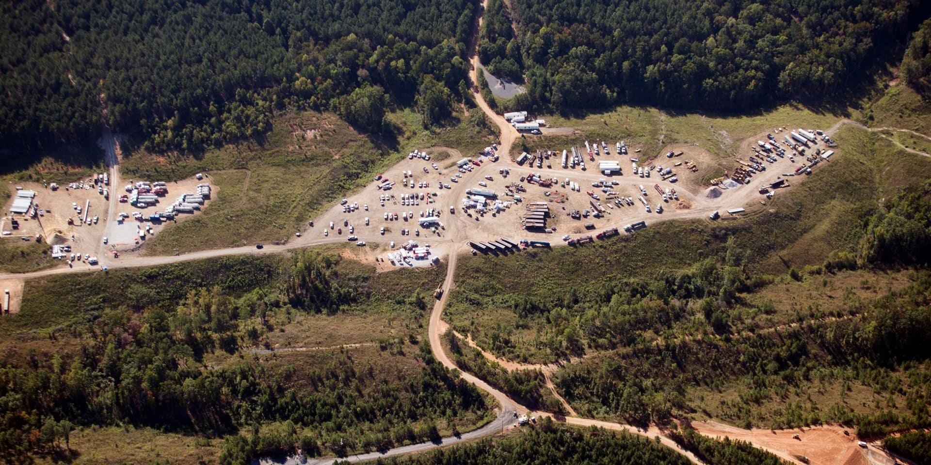 Sur cette photo d'archives du 20 septembre 2016, des véhicules sont vus près de Colonial Pipeline à Helena, en Alabama.