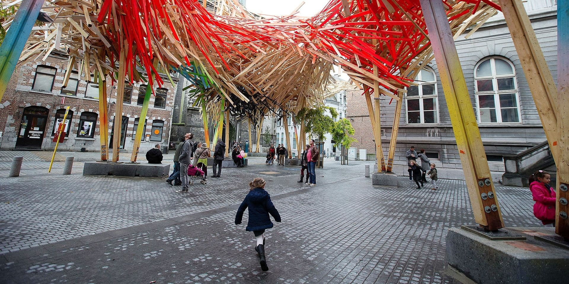 20151017 - MONS, BELGIUM: Illustration shows the new 'The Passenger', a sculpture of Flemish artist Arne Quinze, on Saturday 17 October 2015, in Mons city center. In January 2015, the first sculpture was completely disassembled, after part of it collapsed for the second time. The sculpture cost 400,000 euros and was supposed to stay for several years as a symbol of Mons 2015, cultural capital. BELGA PHOTO NICOLAS MAETERLINCK