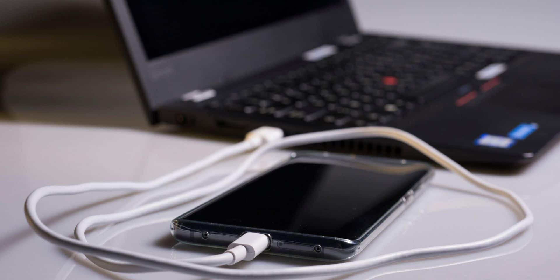 Bientôt un chargeur unique pour tous les téléphones?