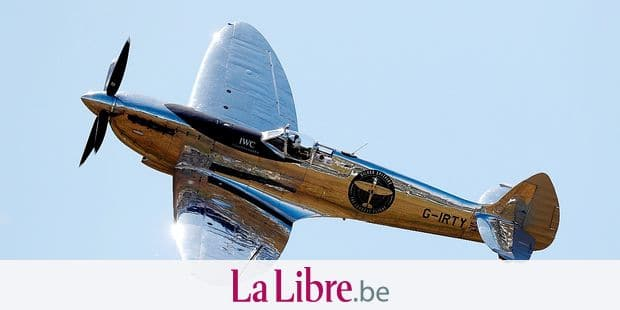TOPSHOT - British aviator Matt Jones takes off in the restored World War II Silver Spitfire plane for a round-the-world flight attempt at Goodwood Aerodrome in Chichester, southeast England, on August 5, 2019. - Two British aviators, Steve Brooks and Matt Jones, will take off on August 5, 2019 on a first-ever attempt to fly a Spitfire around the world, proclaiming the iconic fighter plane as a symbol of freedom. The restored plane fought in World War II but has been de-militarised, stripped of its guns and paintwork to reveal the shining, silvery metal underneath. (Photo by Adrian DENNIS / AFP)