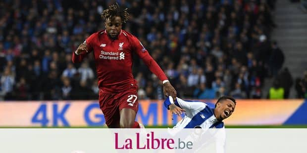Liverpool's Belgium striker Divock Origi (L) challenges Porto's Brazilian defender Eder Militao during the UEFA Champions League quarter-final second leg football match between FC Porto and Liverpool at the Dragao Stadium in Porto on April 17, 2019. (Photo by Paul ELLIS / AFP)