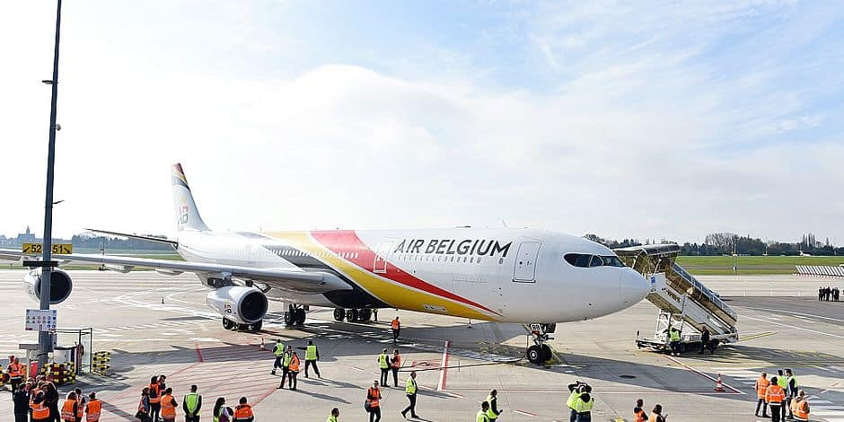 Air Belgium compagnies aerien vol atterrissage ABB avion aeronautique Airbus A340 tarmac Brussels South airport Charleroi CRL inauguration premier