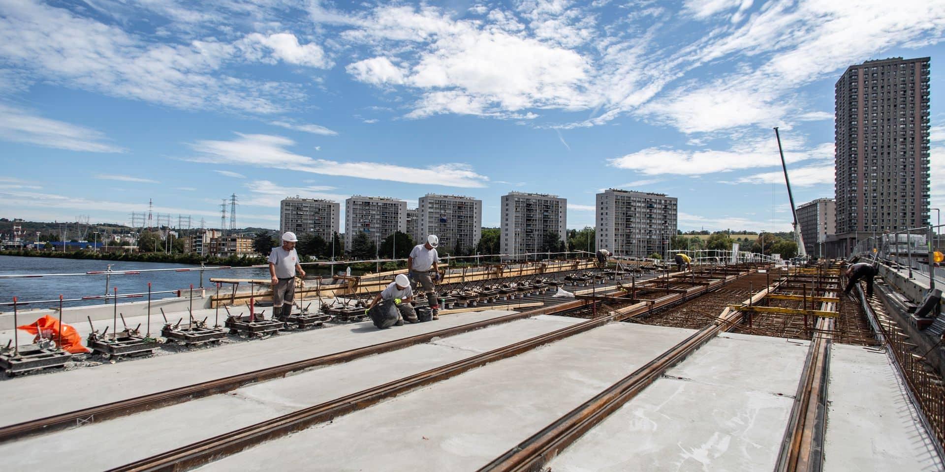 LIEGE. POSE DES RAILS TRAM PONT ATLAS. 20/08/20. MARJORIE GOFFART