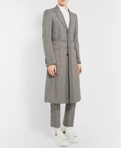 Alexander McQueen. Slim-Fit Prince Of Wales Checked Wool And Cashmere-Blend Coat.               2895 euros.