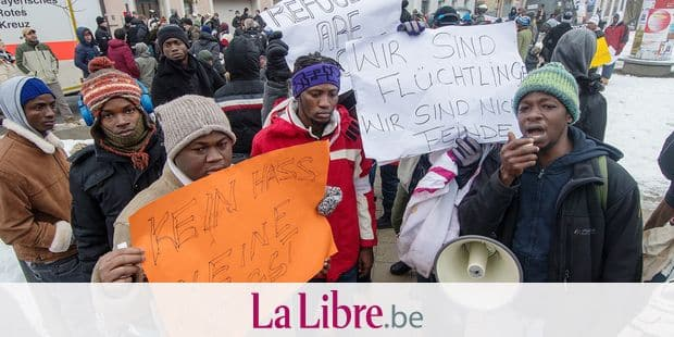 Refugees hold placards during a protest against the 'transit camp' and deportation to home countries, in front of a facility for declined asylum seekers in Deggendorf, Germany, 20 December 2017. Photo: Armin Weigel/dpa